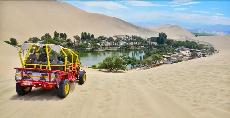 sand boarding Huacachina