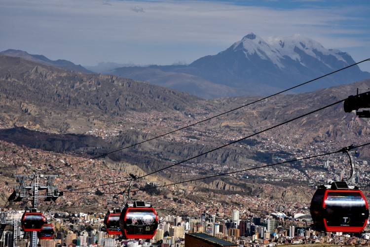 The teleferico in La Paz, an unmissable experience travelling in Bolivia.