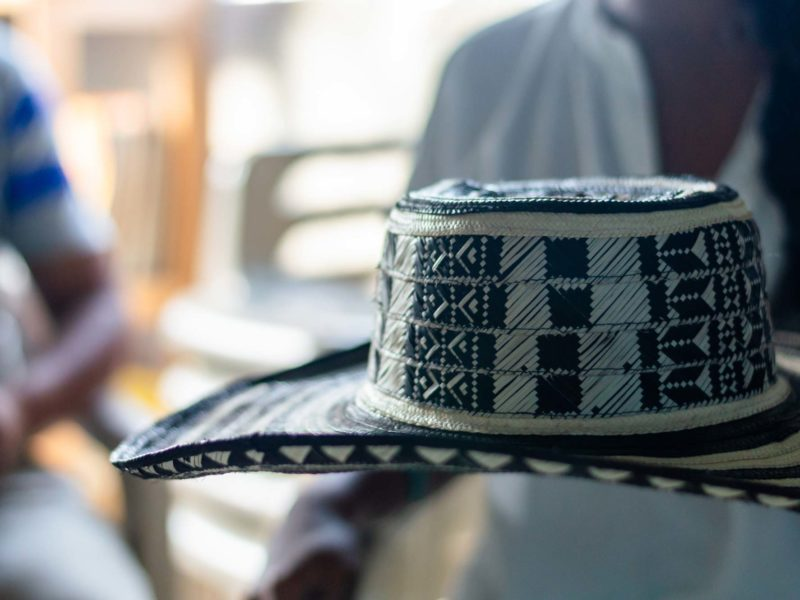 A sombrero vueltiao with patterns representing dominoes and fish tails woven into the design with cana flecha.